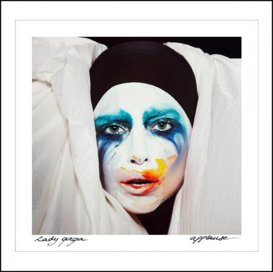 3- Lady Gaga na capa do seu single, Applause - pierrot desconfigurado e original